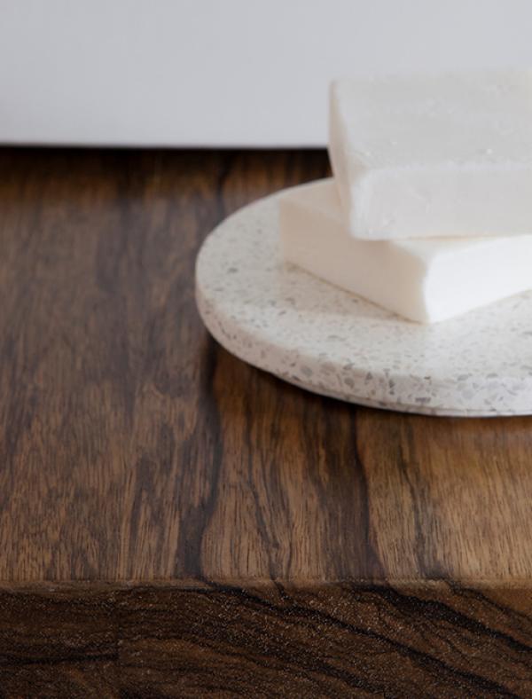 משטח עץ לכיור מונח אגוז אפריקאי